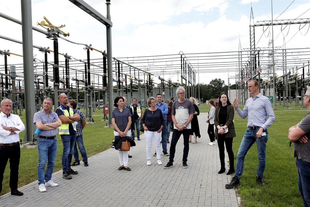 Amprion Projektleiter Christian Nöldemann (2. v. r.) erläuterte den Marler Politikern die Anlage Kusenhorst.