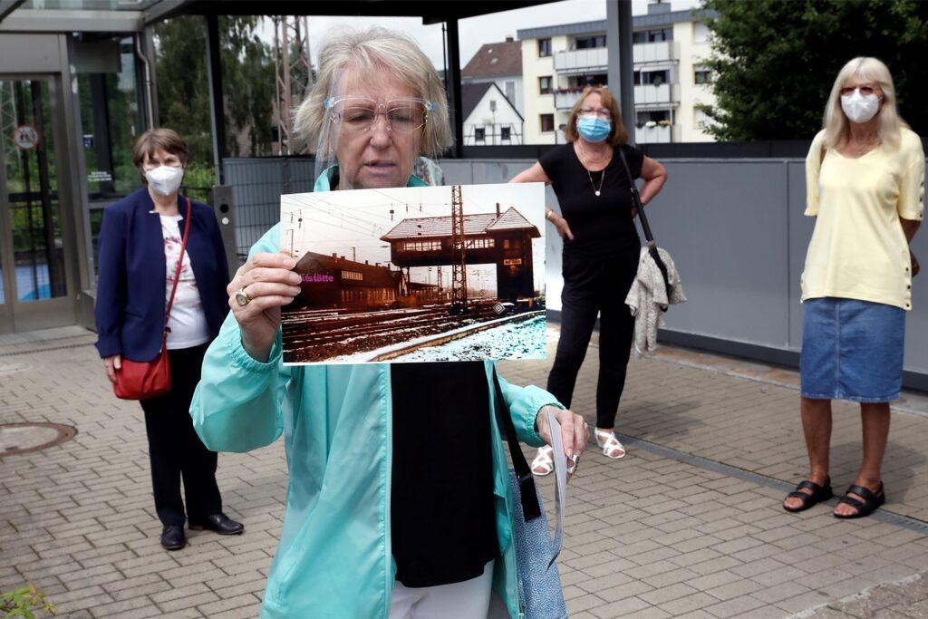 Sylvia Eggers zeigte Fotos von historischen Gebäuden, hier das alte Bahnhofsgebäude.