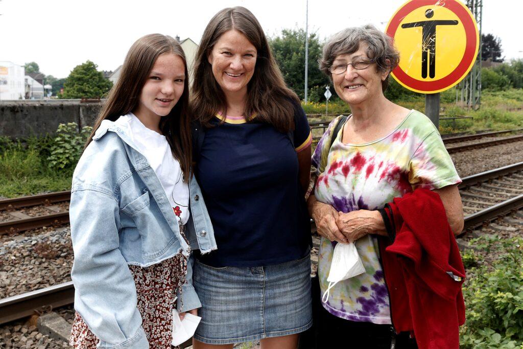 Drei Generationen der Familie Tewes/Beier nahmen an der Stadtteilführung teil: Tocher Merle Tewes, Mutter Antje Tewes und Großmutter Elke Beier.